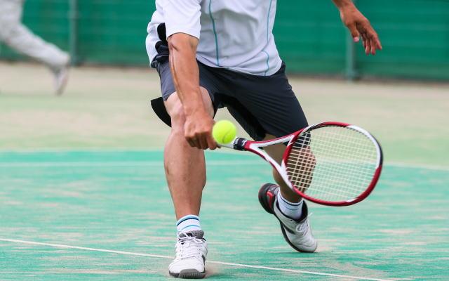 テニスのボールに反射的に対応できるようになる